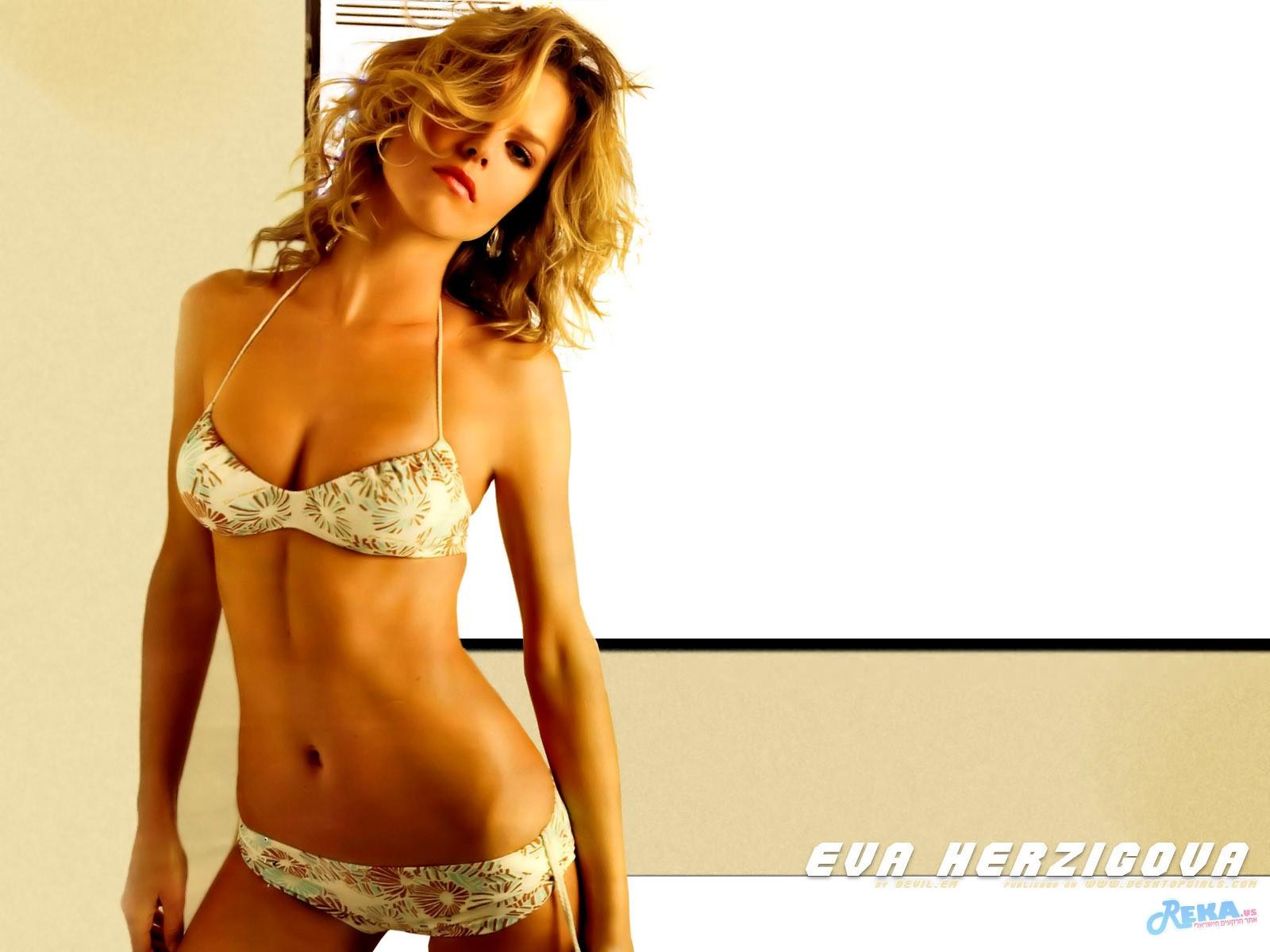 Eva_Herzigova_410200735044PM937.jpg