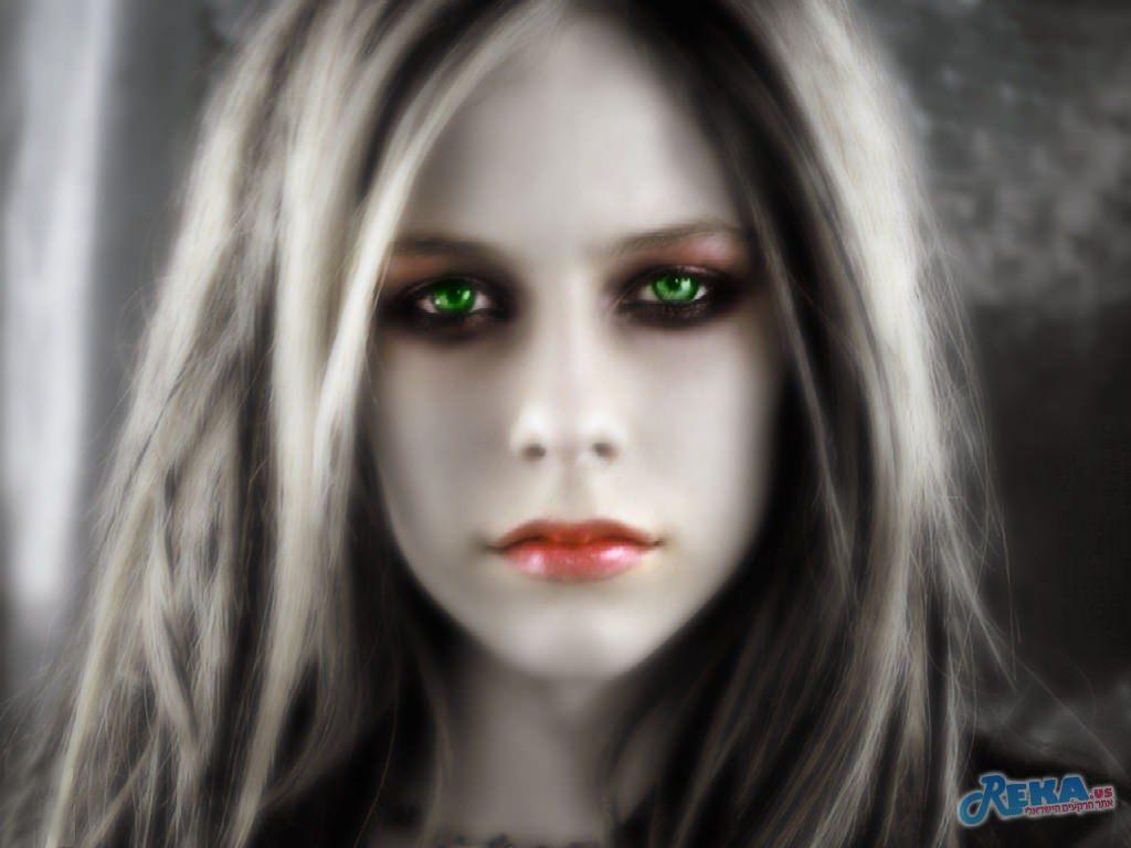 Avril_Lavigne _-_ Skater_Boy.jpg