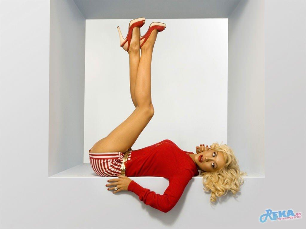 Christina_Aguilera_-__Welcome.jpg