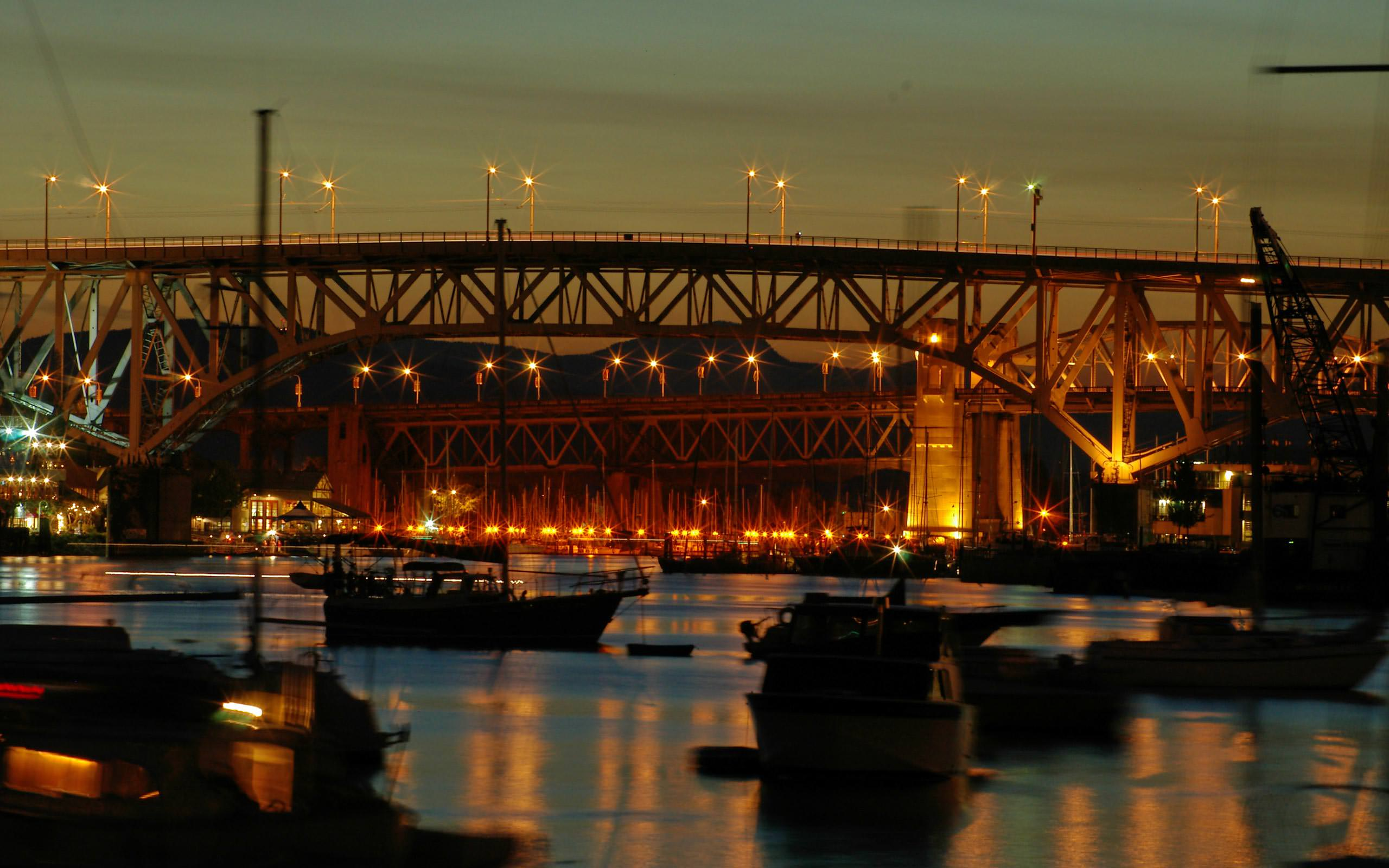 00289_bridgesatnight_2560x1600
