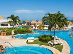 Cancun_pool_sunny_1080x1920