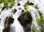 Jiuzhaigou_Waterfall_1080x1920